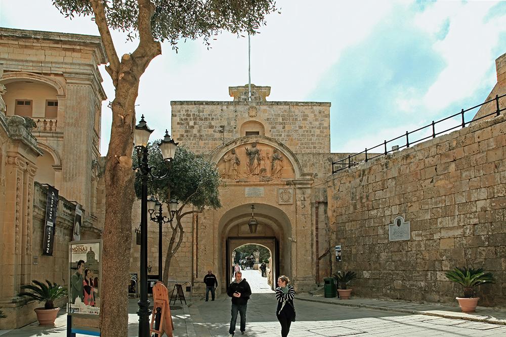 Main-Gate4