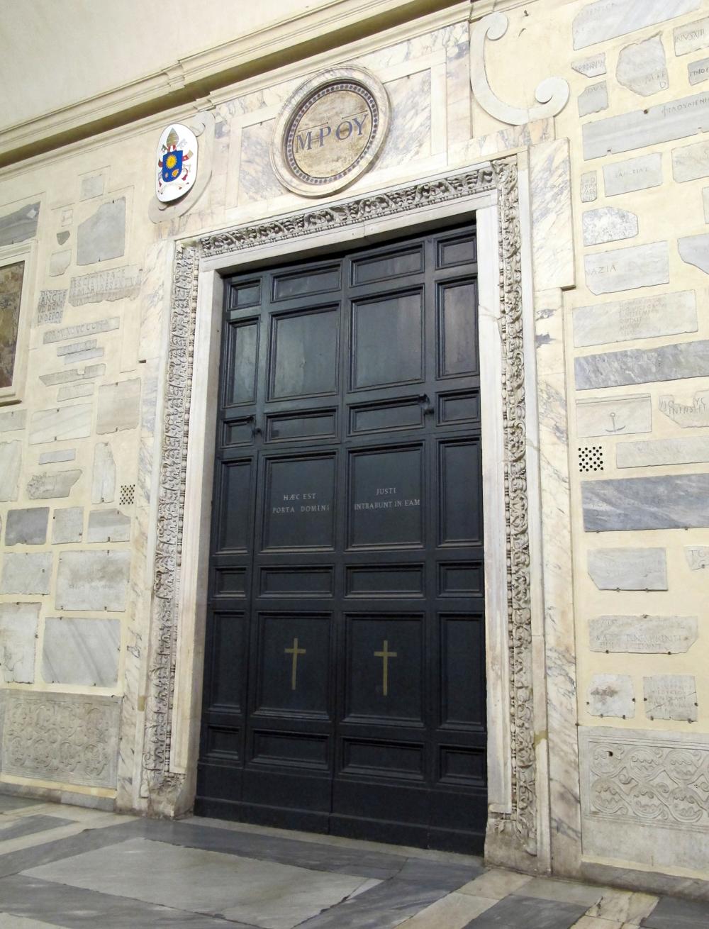 Holy_Door